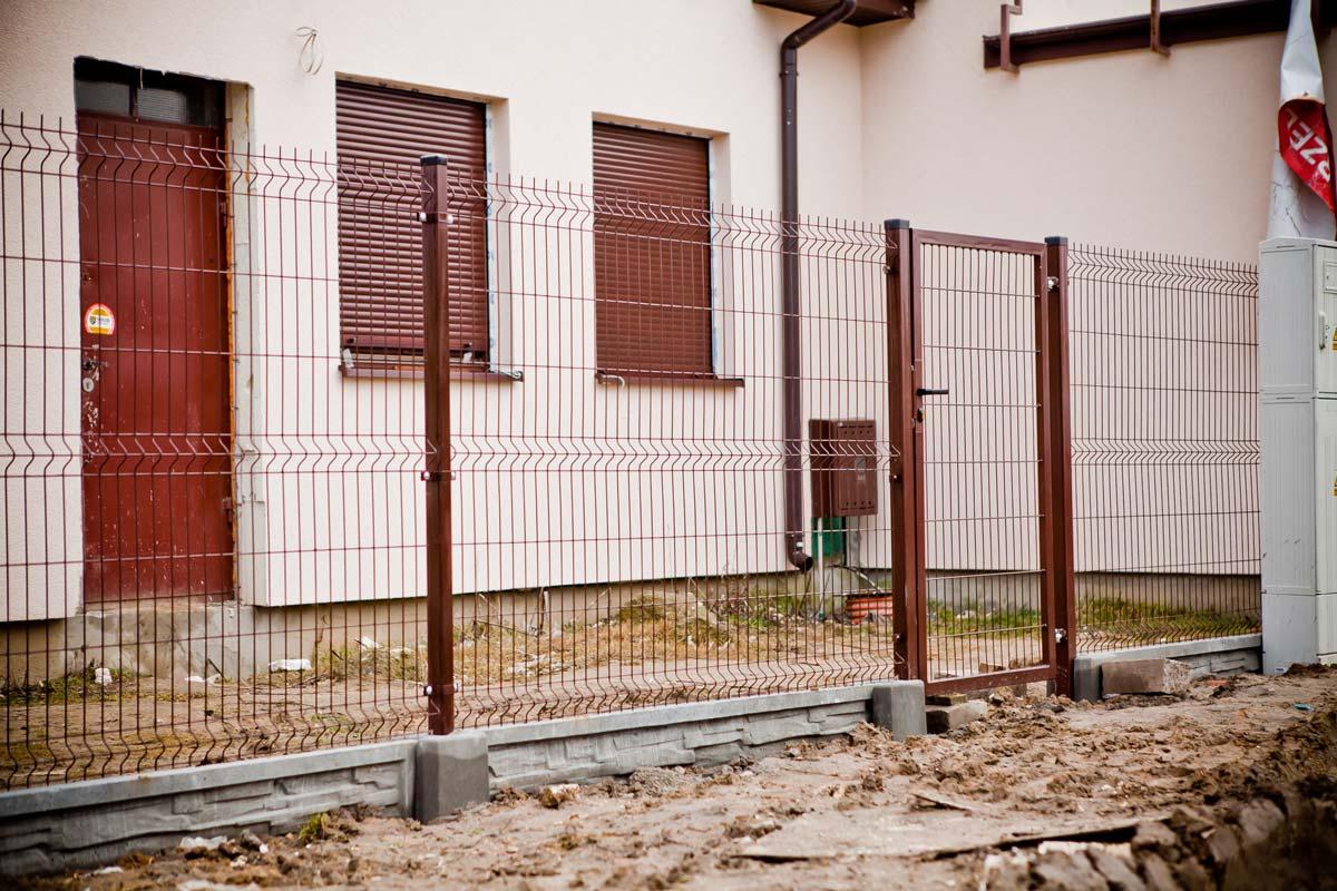 Ogrodzenie panelowe brązowe malowane