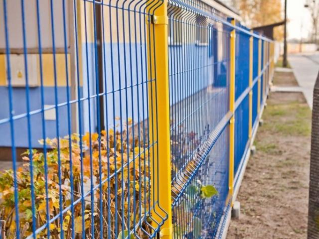 Ogrodzenie panelowe malowane niebieskie