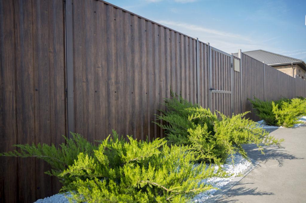 Nowoczesne ogrodzenia drewniane pełne