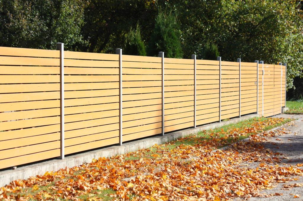 Drewniane ogrodzenia palisadowe