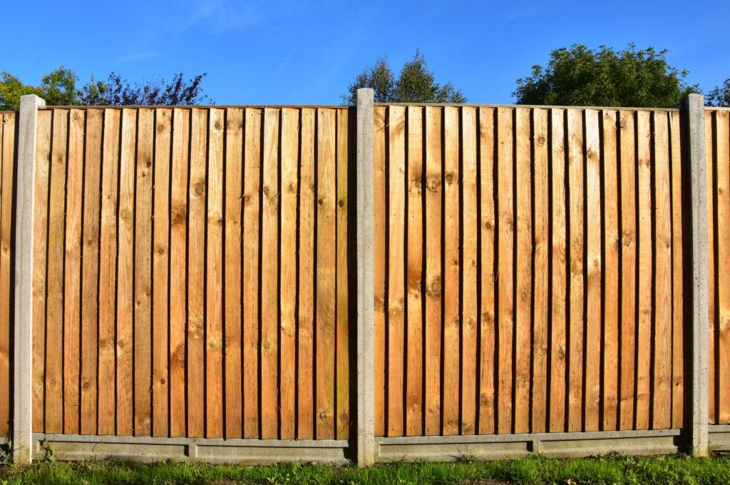 Tanie drewniane ogrodzenie