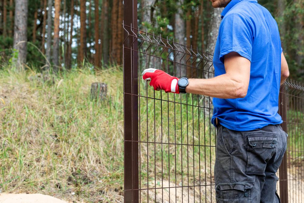 Jak zabezpieczyć ogrodzenie panelowe przedkradzieżą? - expert-ogrodzenia.pl